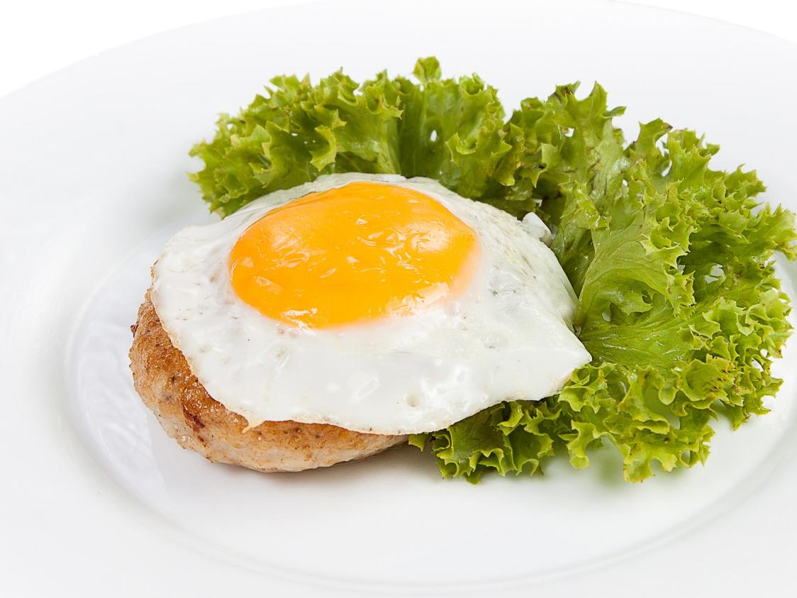 Бифштекс куриный с яйцом