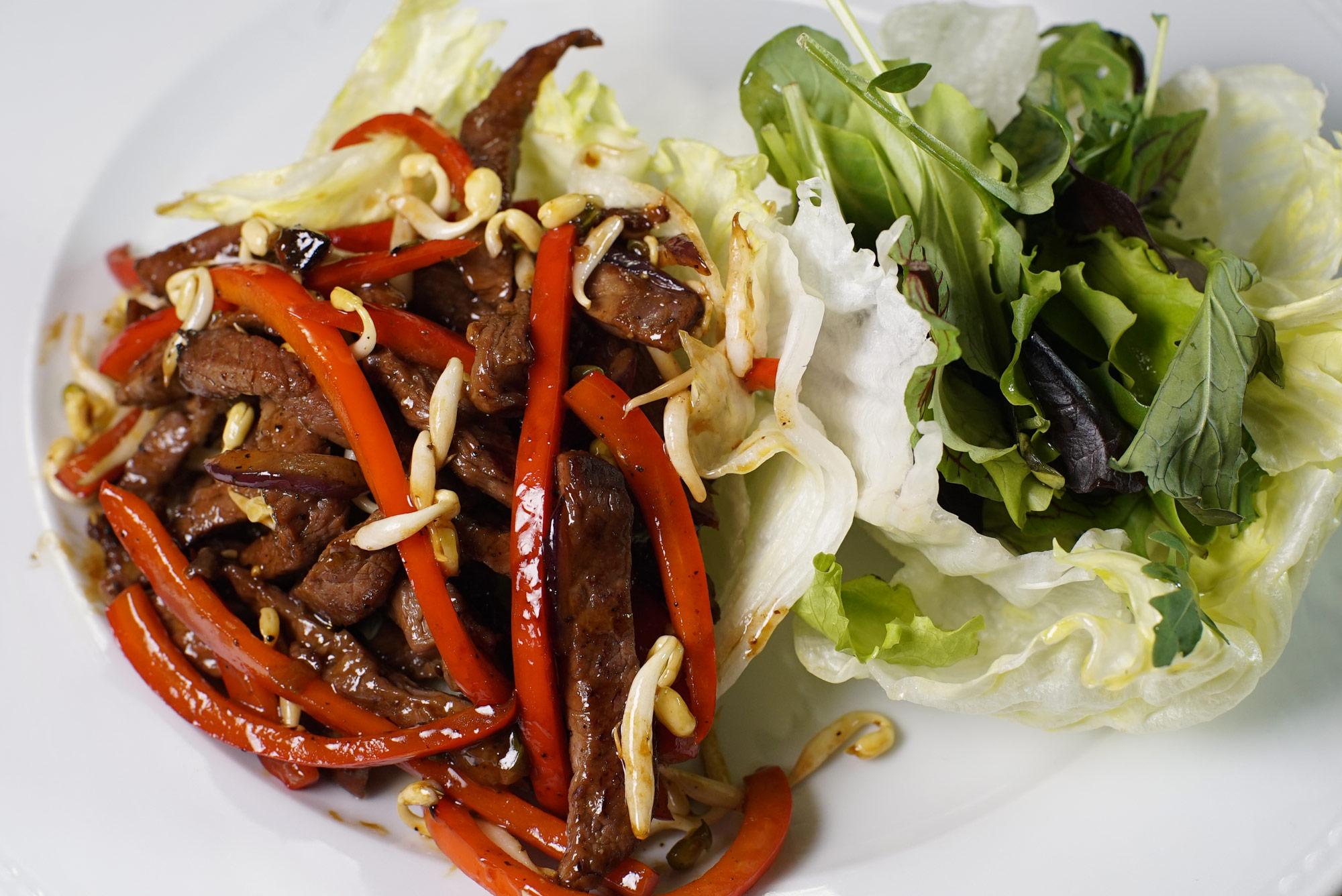 Салат с печёной говядиной