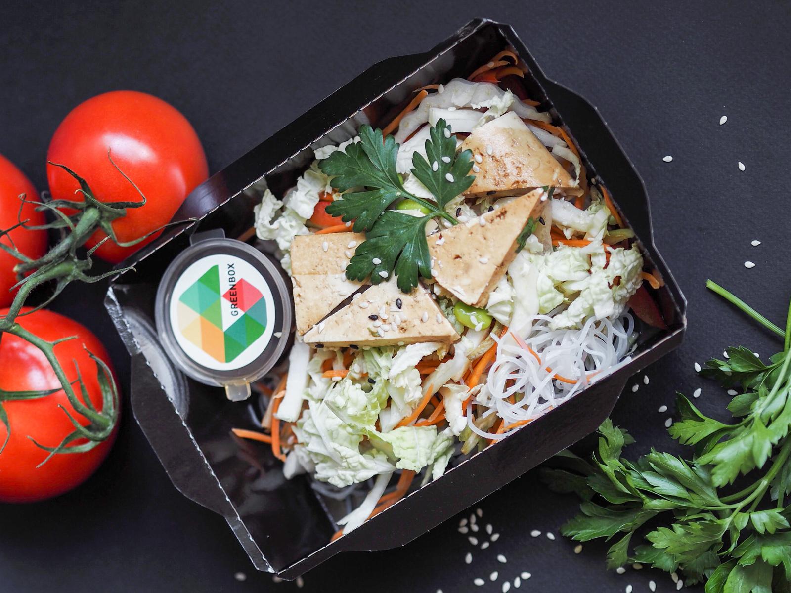 Фунчоза с тайским салатом и тофу