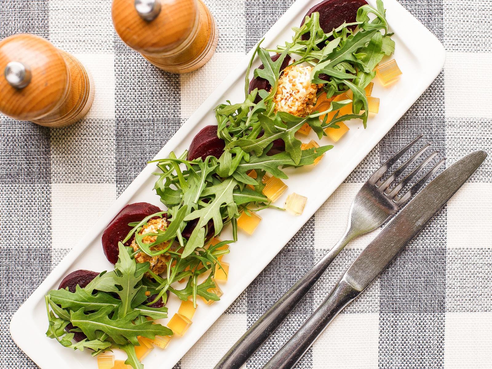 Салат из свеклы со сливочным  сыром