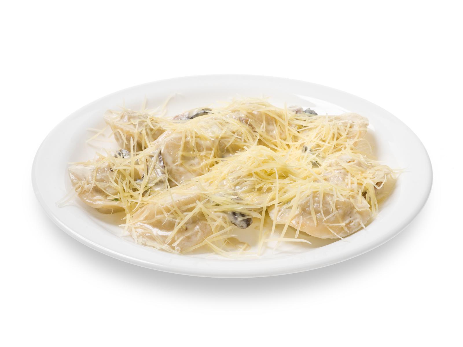 Купеческие пельмени в грибном соусе