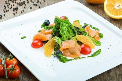 Сицилийский салат с лососем