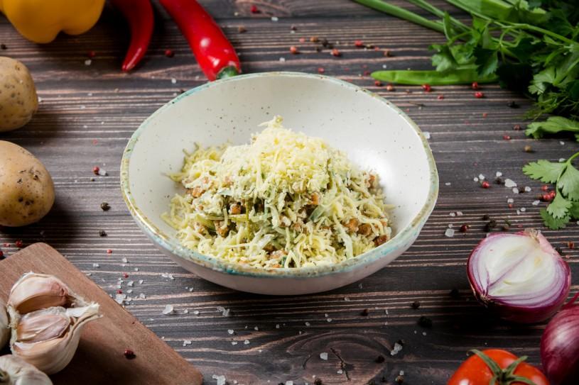 Салат с беконом игренками