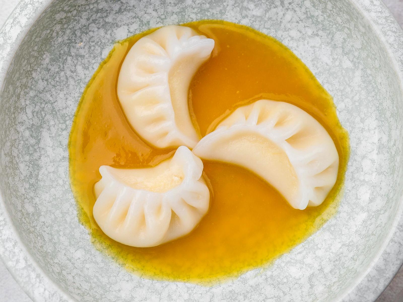 Дим сам с рикоттой и соусом манго-маракуйя