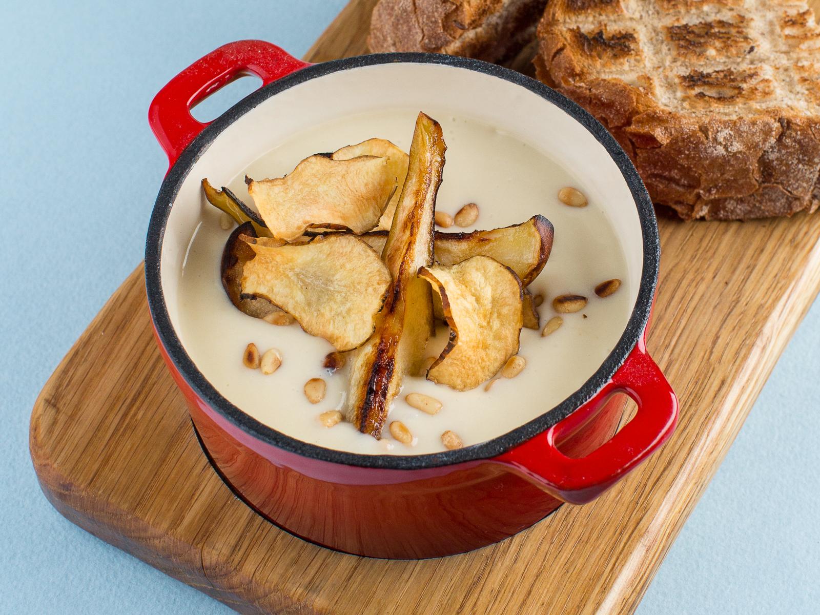 Суп из топинамбура с жженой грушей