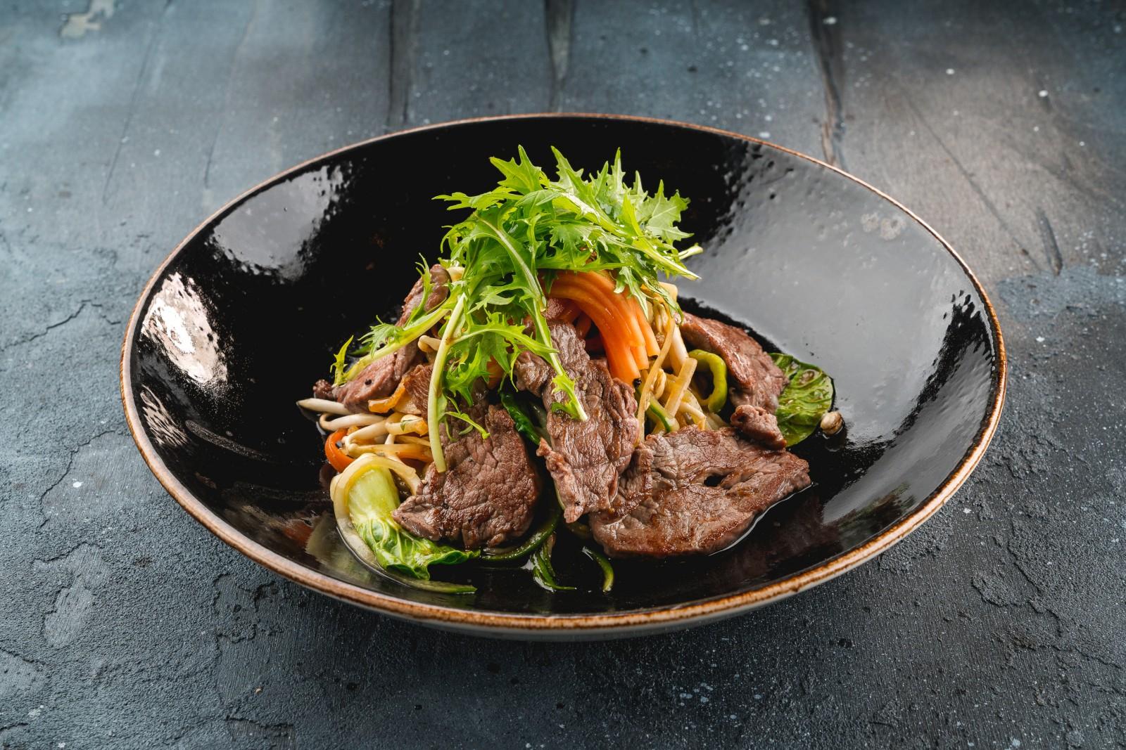 Тайский биф салат