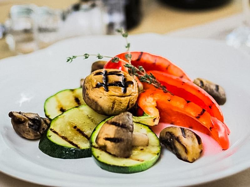 Запечённые овощи с грибами