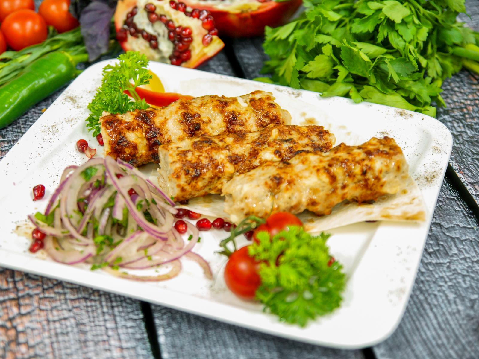 Куриный люля-кебаб с копченым сыром сулугуни