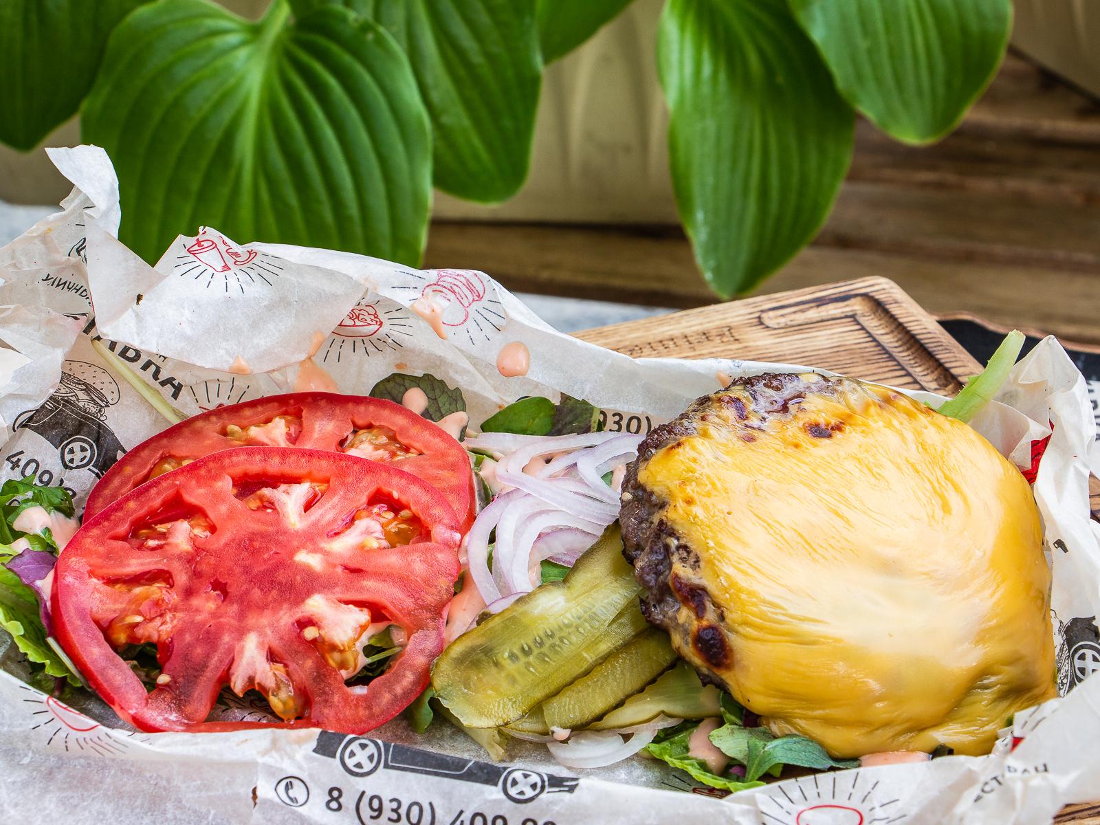 Чизбургер салат
