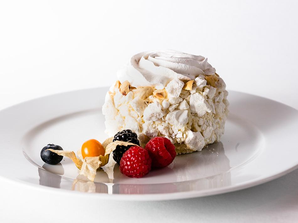 Десерт Мадам Безе ореховый