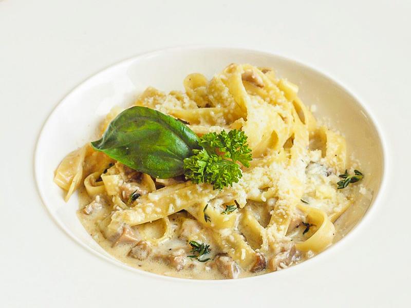 Феттуччине с белыми грибами и сливочным соусом