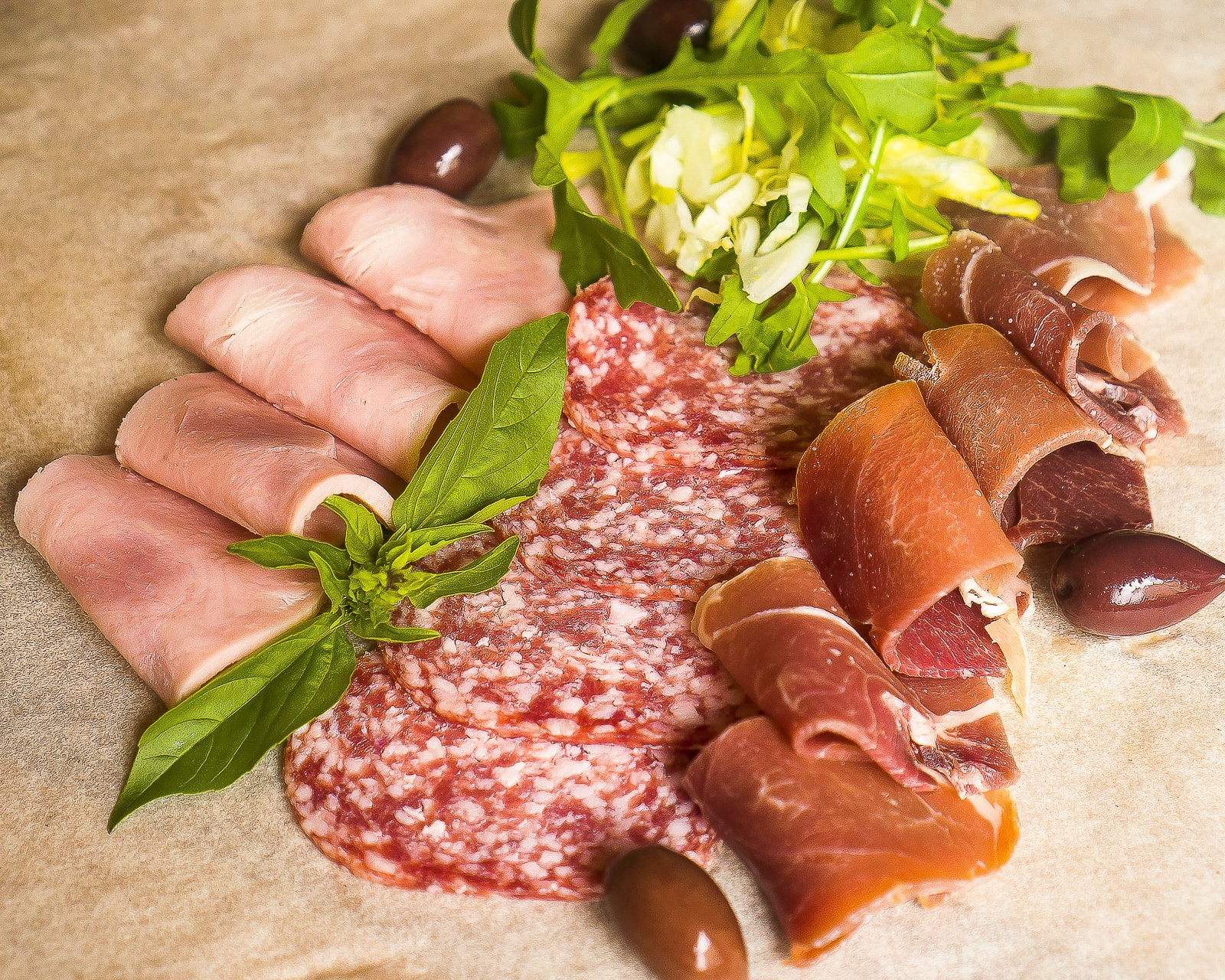 Ассорти из итальянских мясных деликатесов