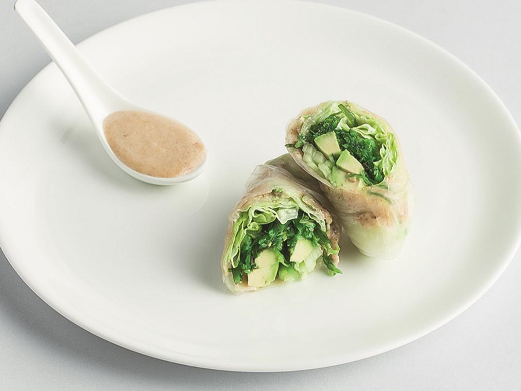Ролл в рисовой бумаге с овощами
