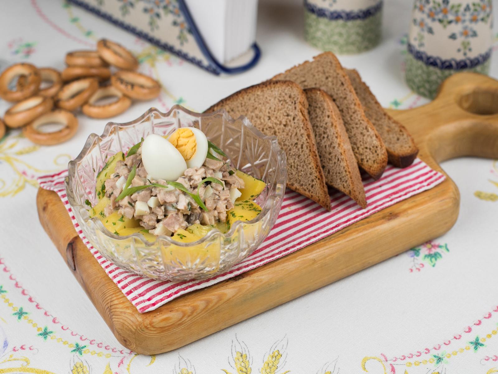 Печень трески с рассыпчатым картофелем и укропом