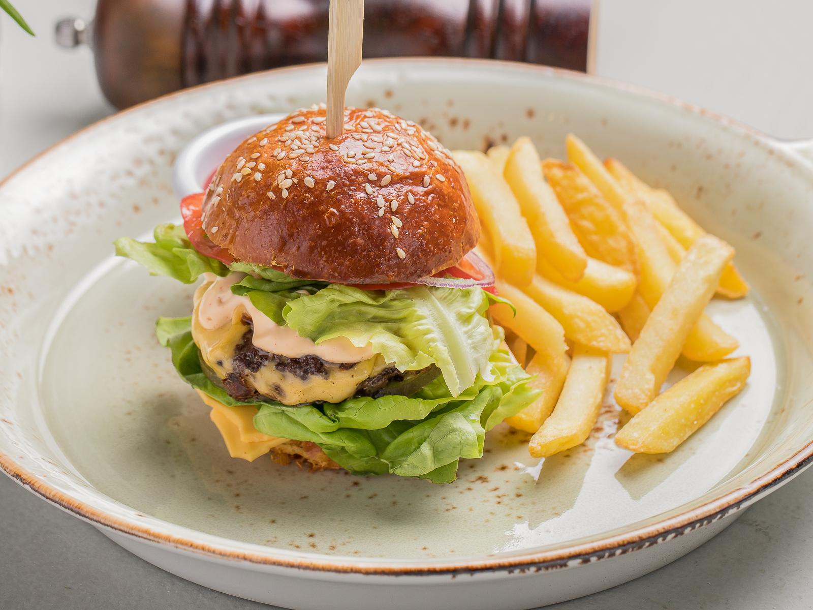 Мини-бургер с картофелем фри