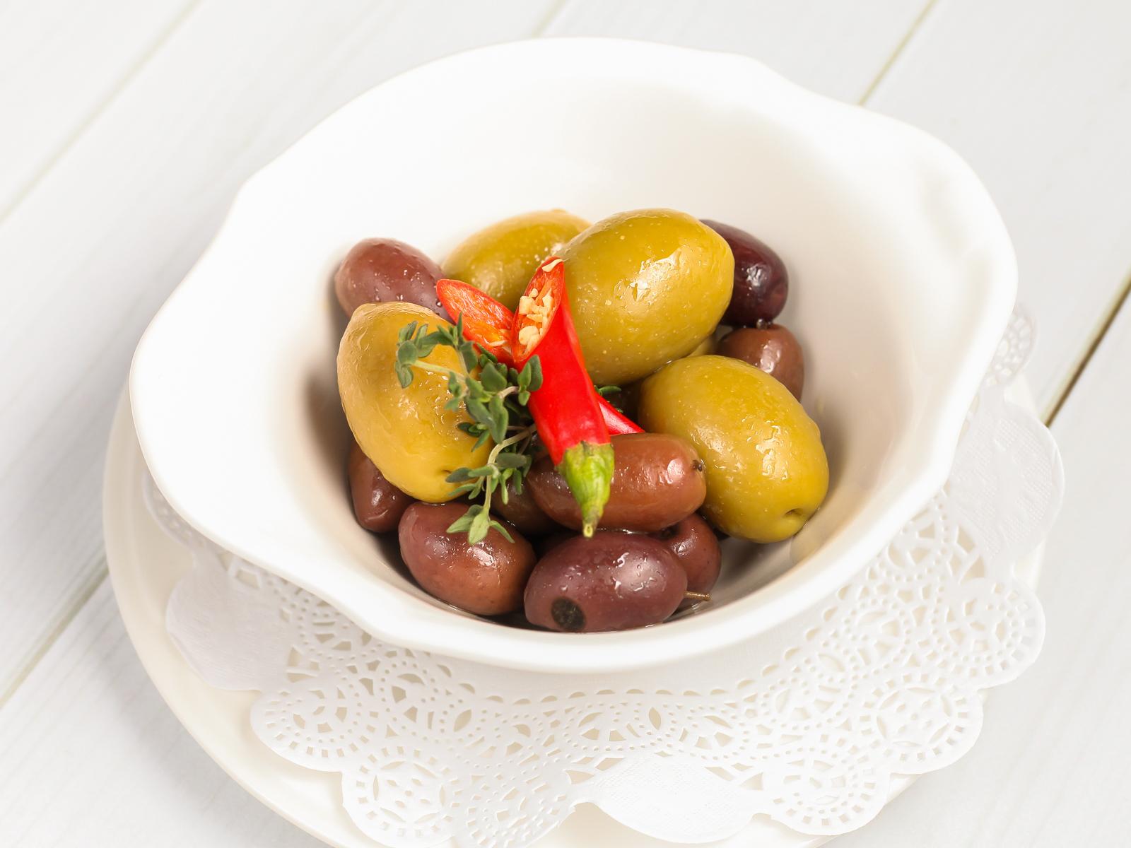 Королевские маслины и оливки с косточкой