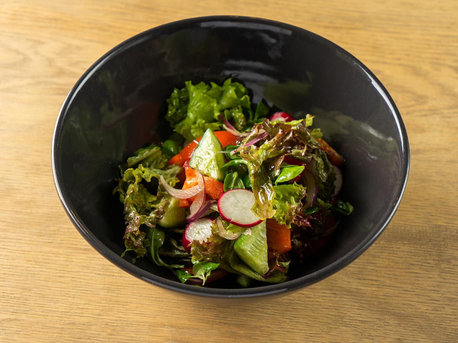 Овощной салат со сметаной или оливковым маслом