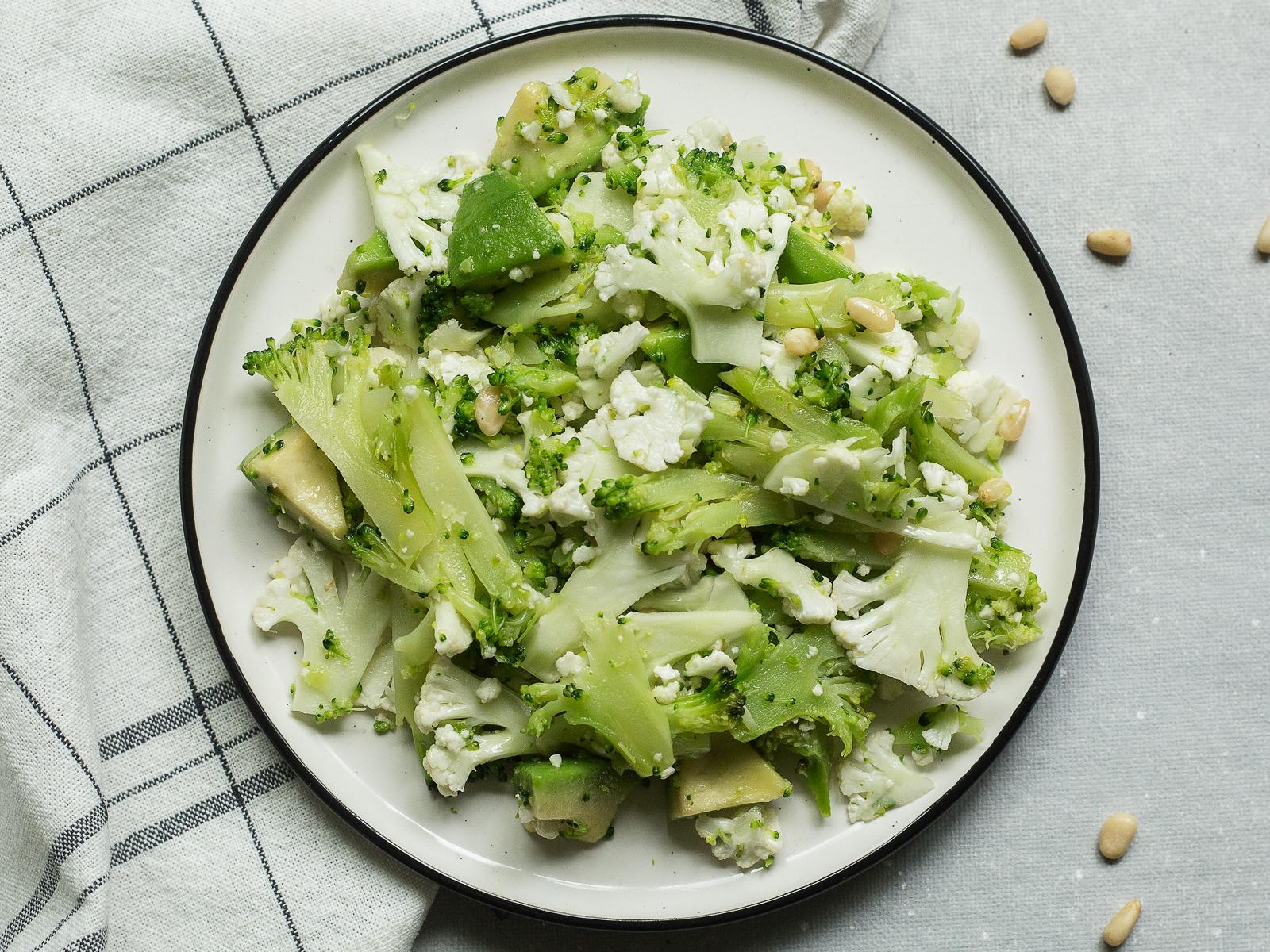 Салат из брокколи и авокадо