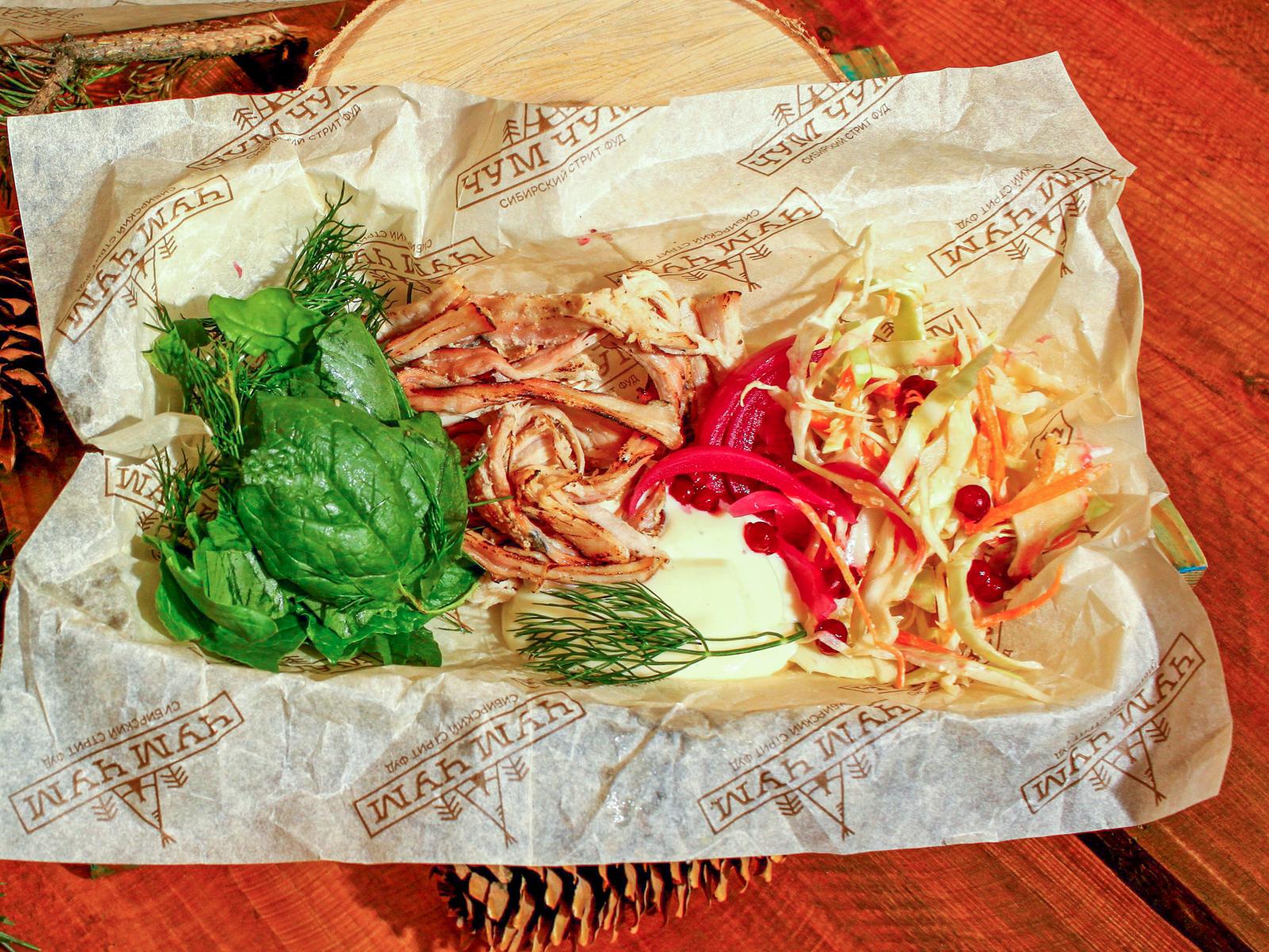 Салат с рваной свининой