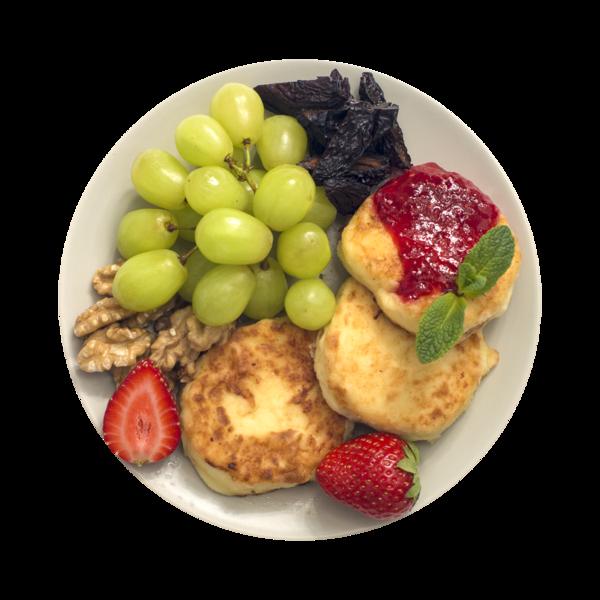 Сырники с ягодным топпингом, виноградом и грецким орехом