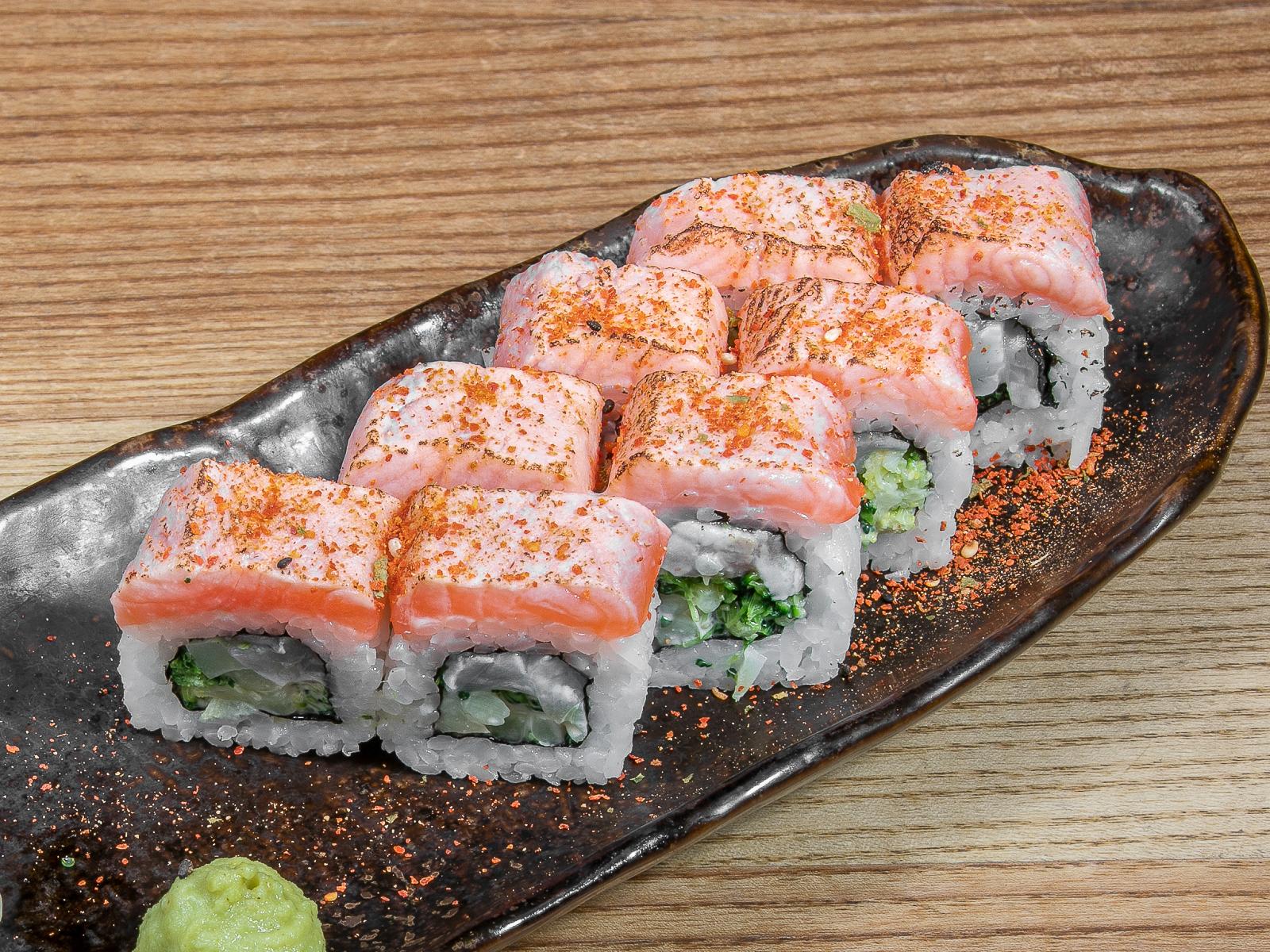 Ролл с лососем и сибасом