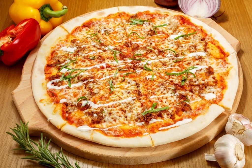 Пицца Мясная с ростбифом, пармой и пепперони
