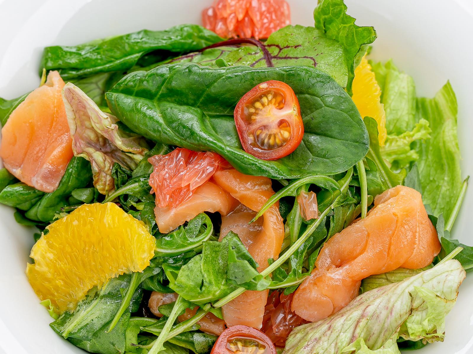 Салат с семгой и цитрусами