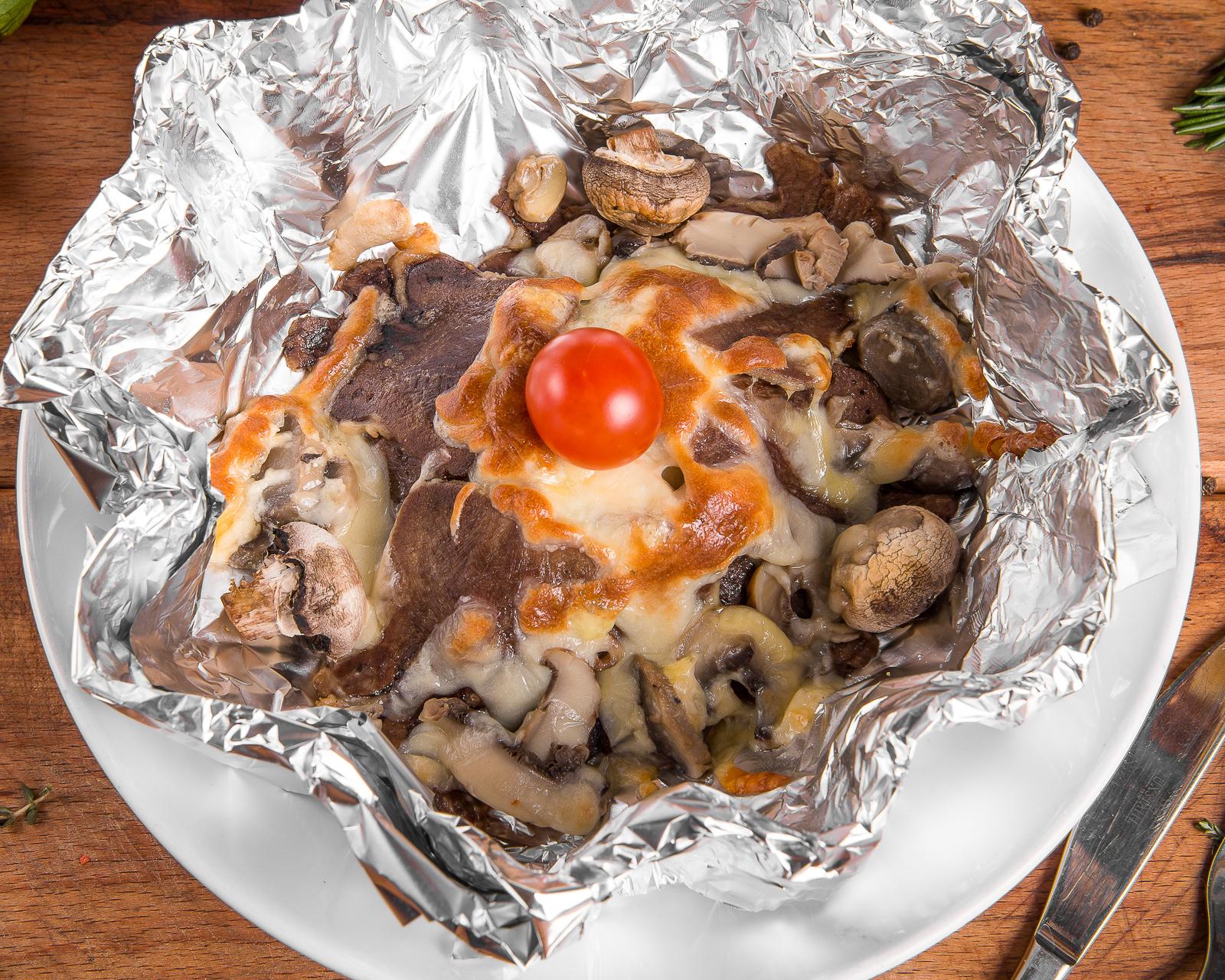 Язык запеченный с грибами