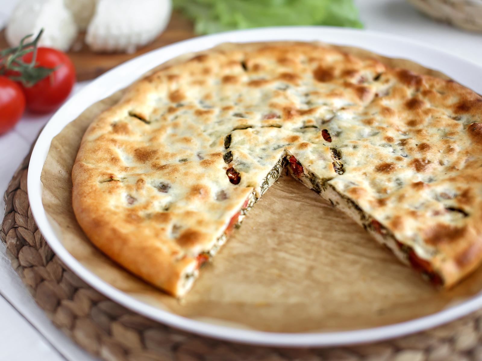 Пирог осетинский с сыром и помидорами
