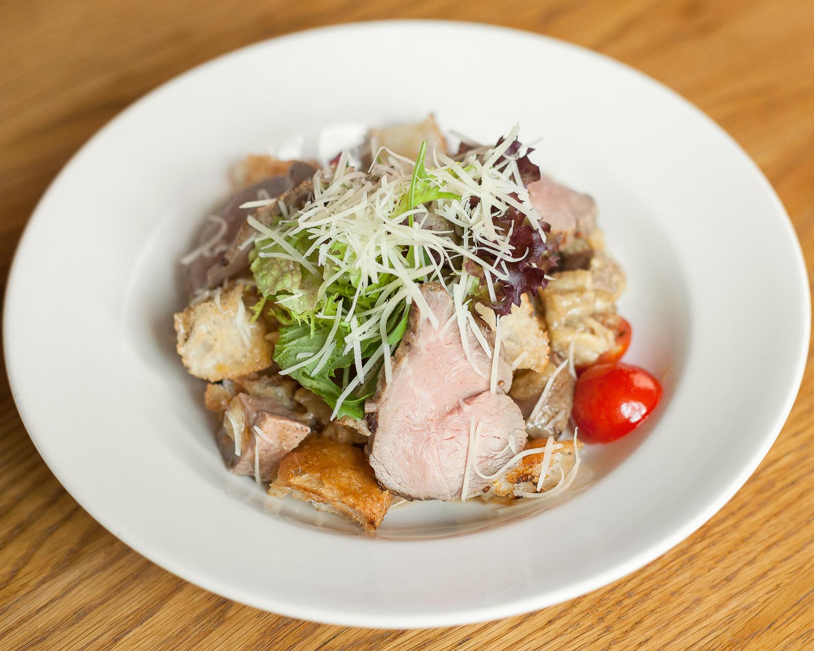Салат из запеченных баклажан с холодным ростбифом