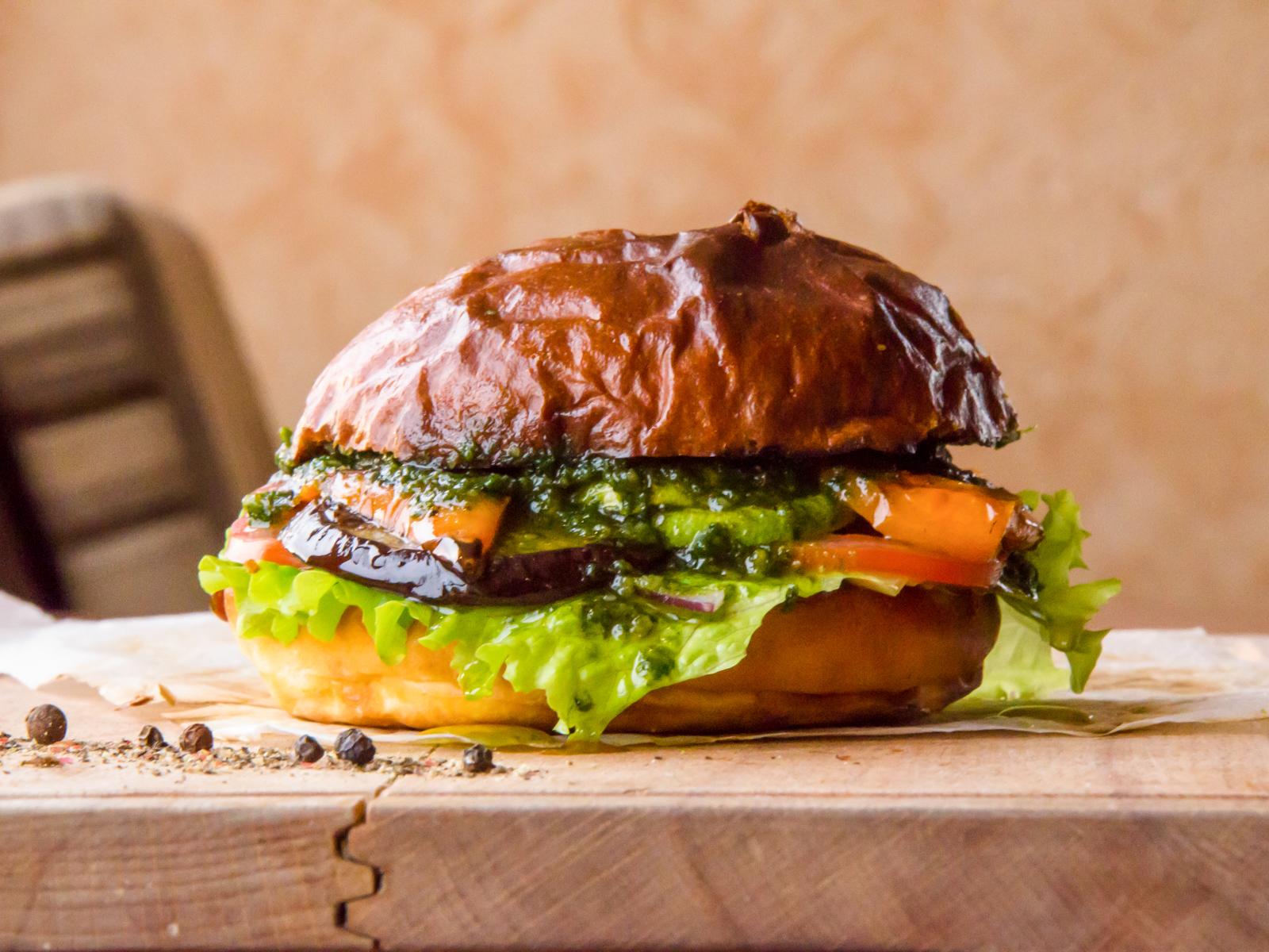 Бургер с овощами-гриль