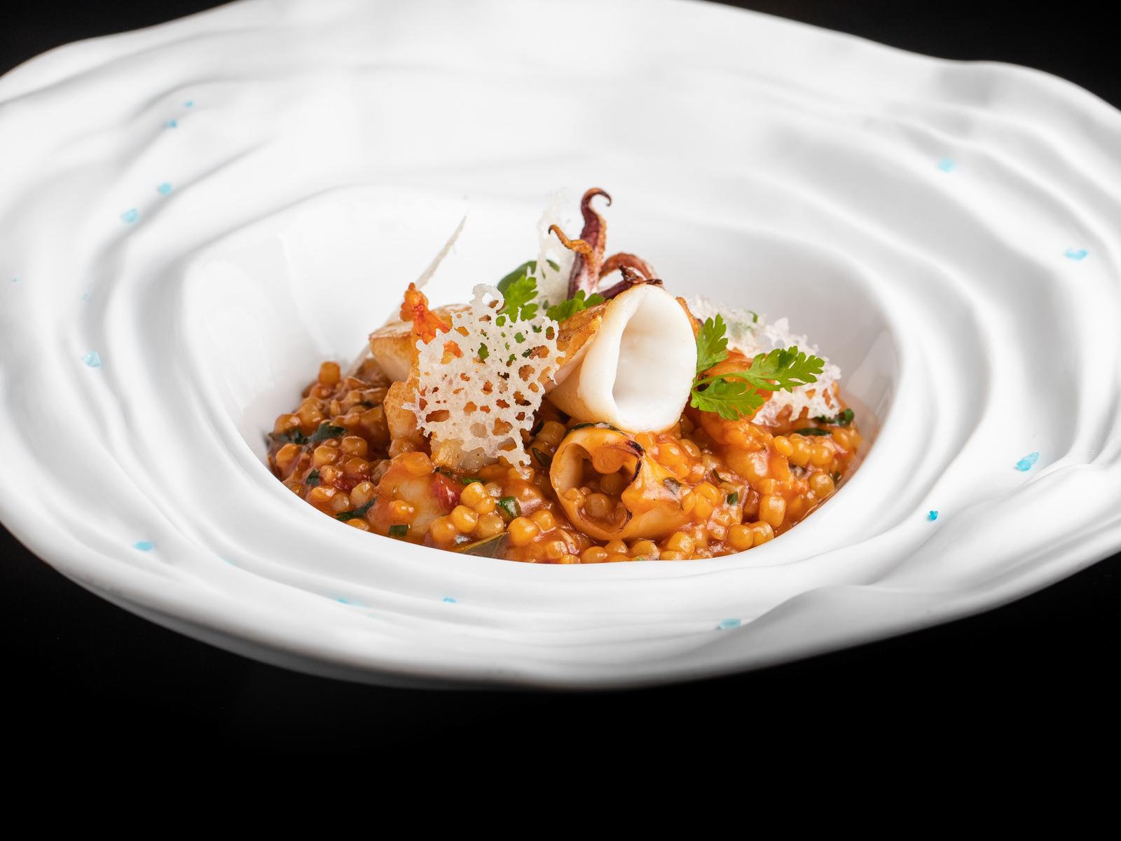 Фрегола с морепродуктами в томатном соусе