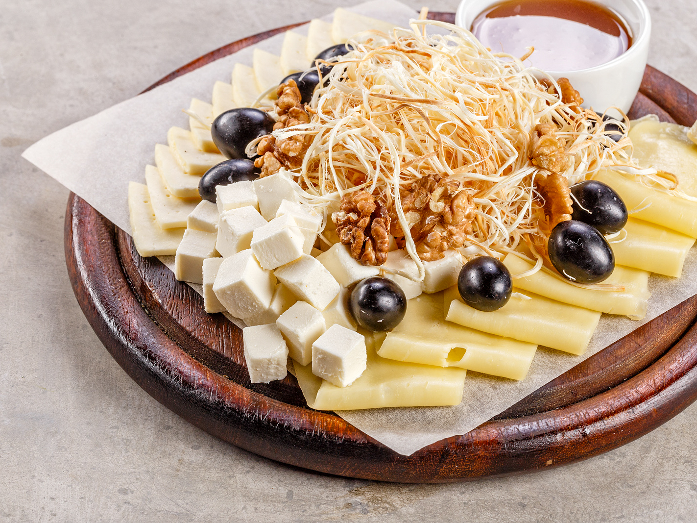 Ассорти пикантных сыров