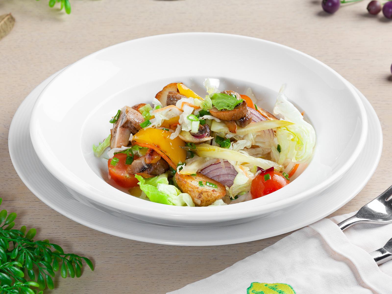 Теплый крестьянский салат