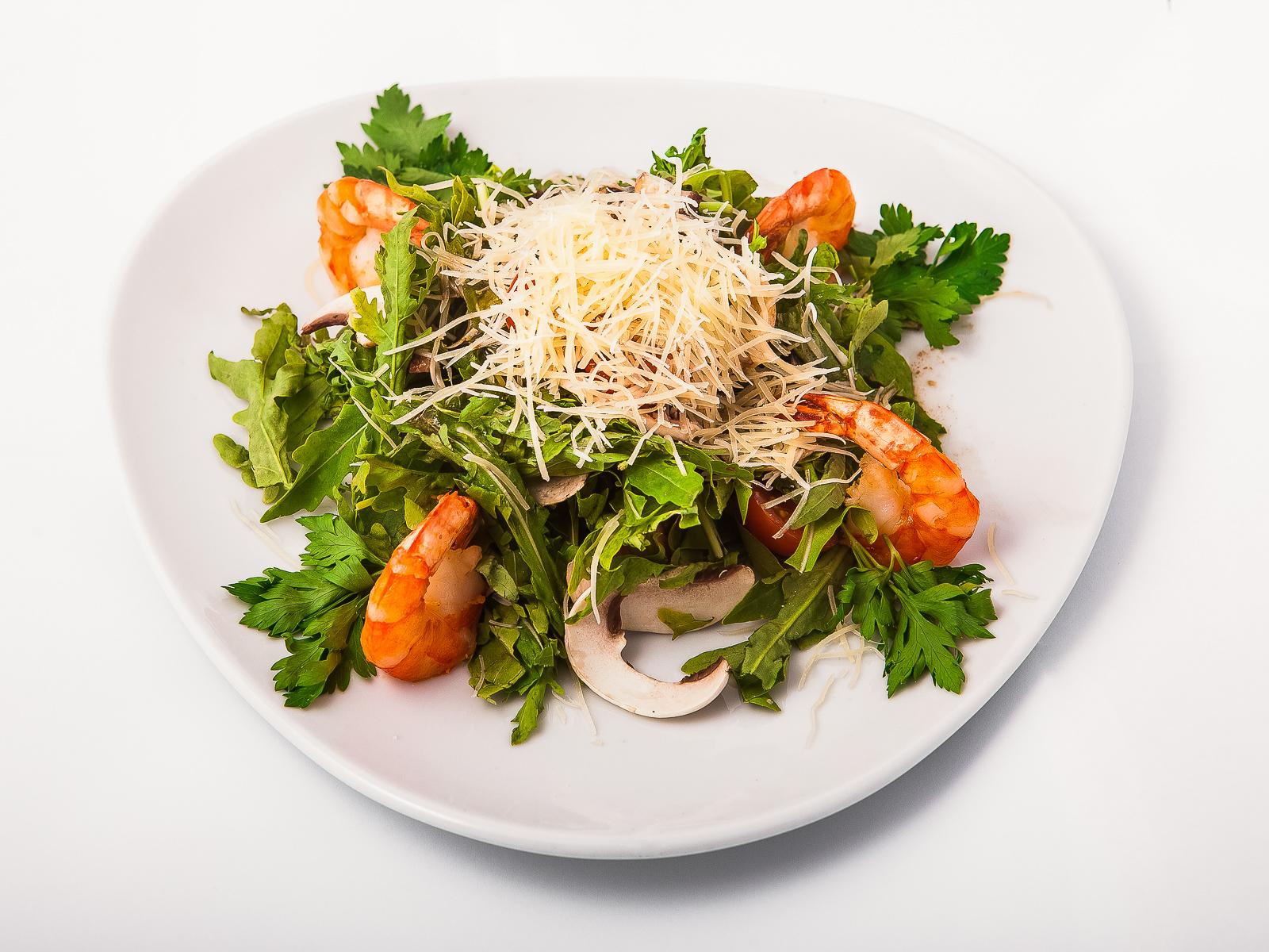 Салат из рукколы с королевскими креветками