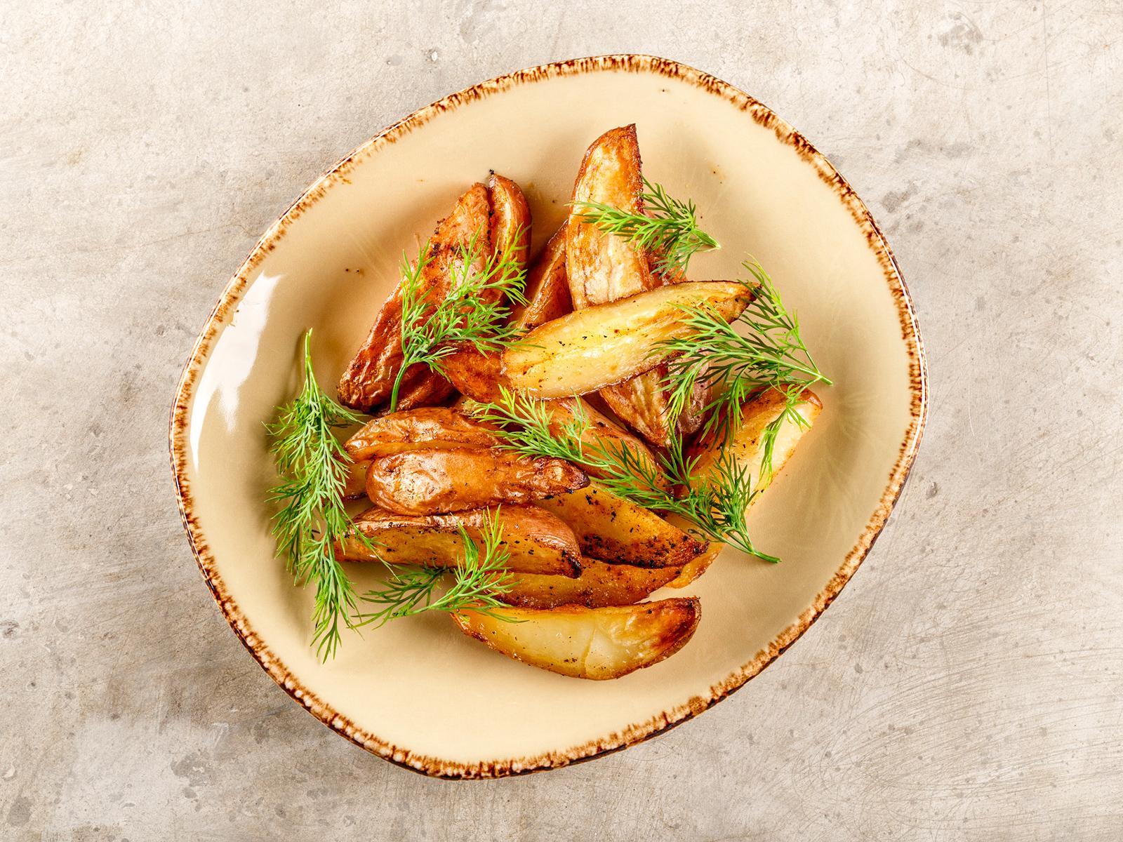 Картофельные дольки на гриле