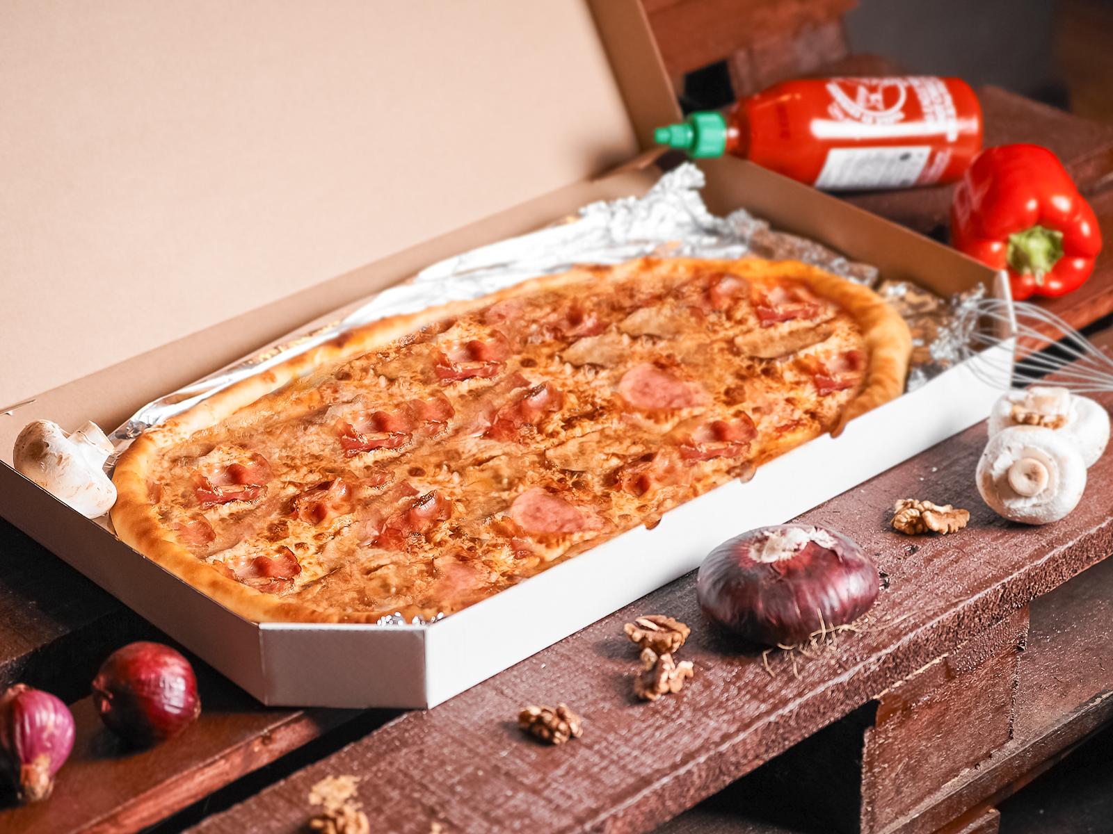 Пицца Карбонара полуметровая