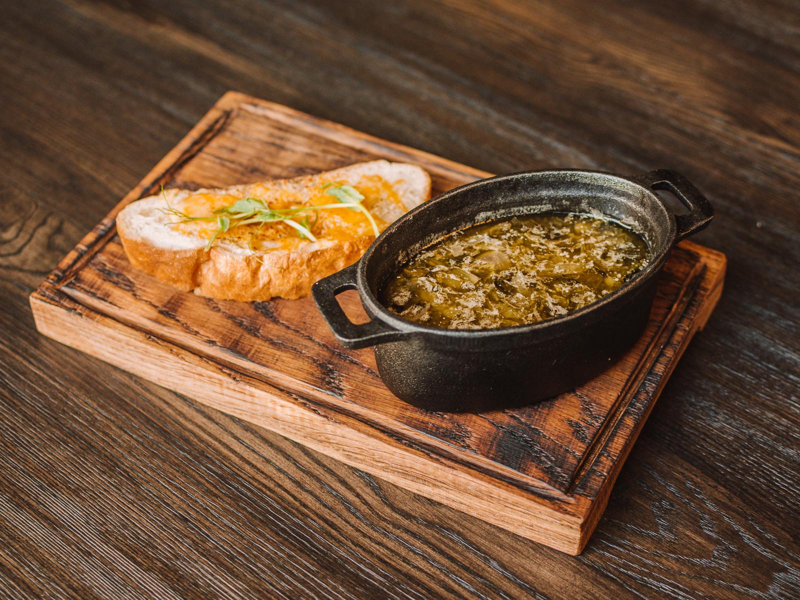 Английский луковый суп с шалфеем