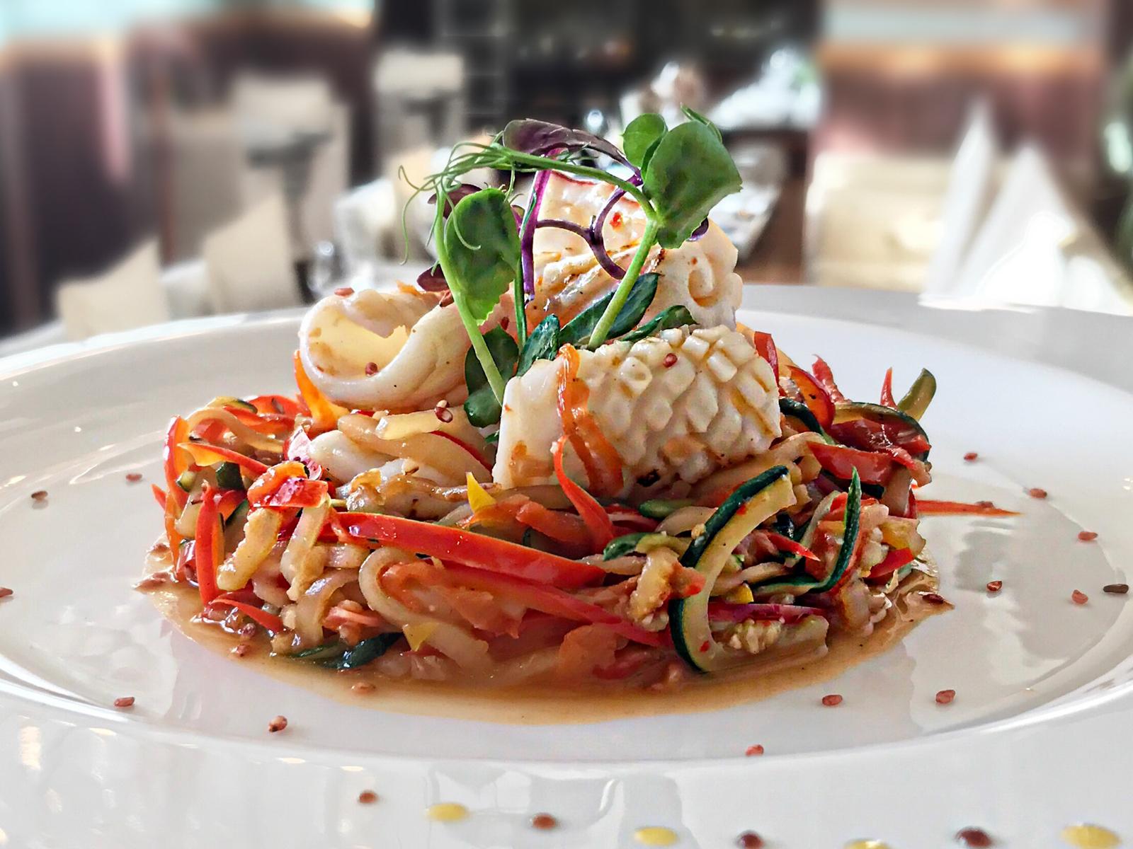 Кальмар с овощами в тайском стиле