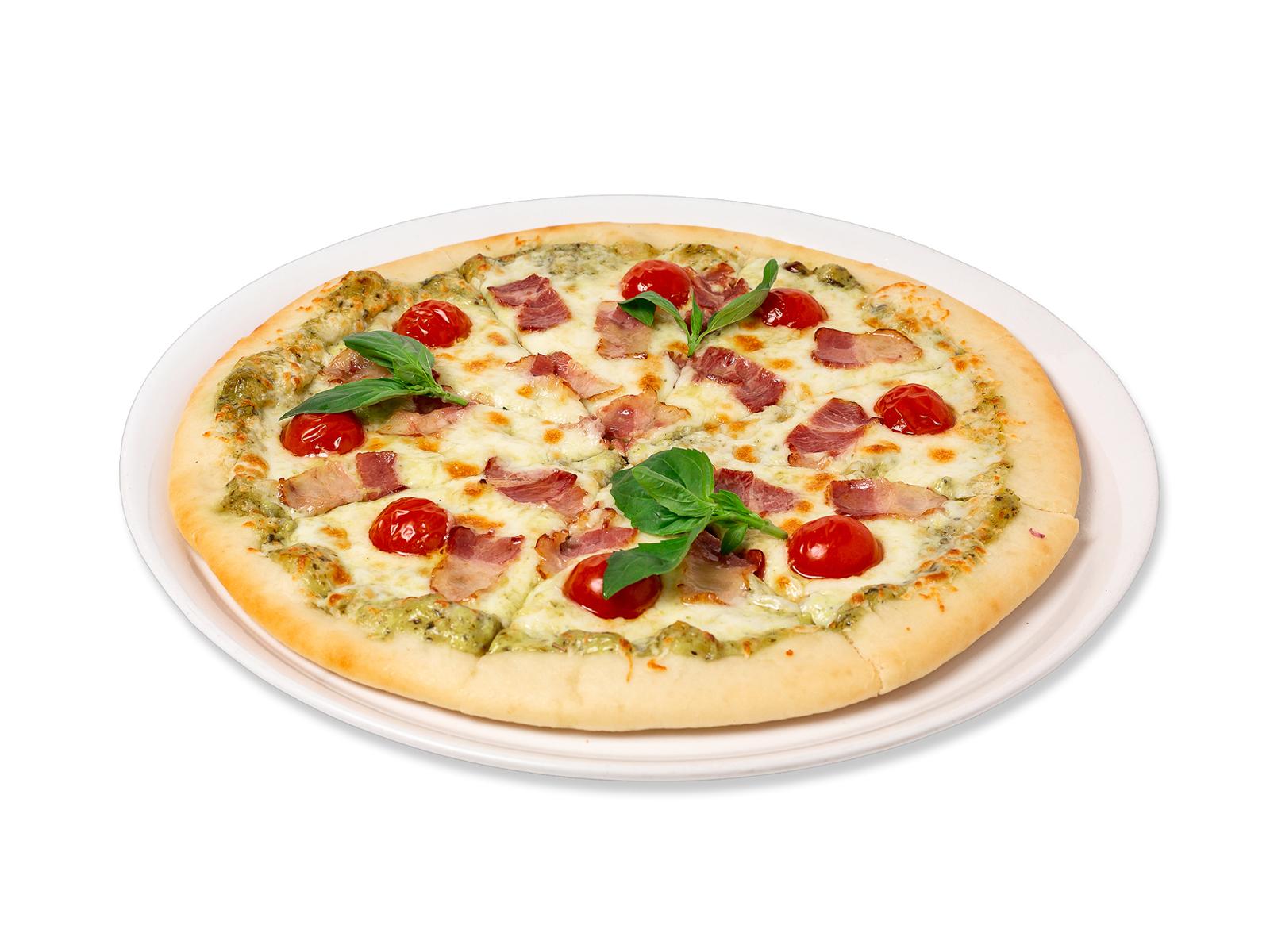 Пицца с беконом и томатами черри
