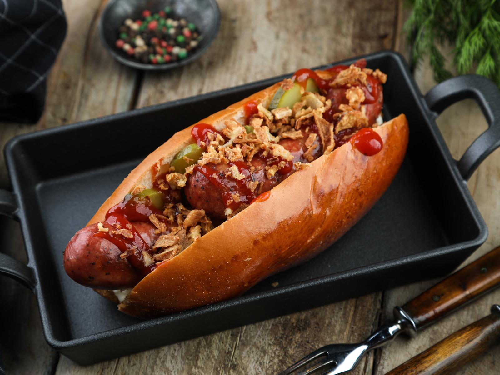 Хот-дог с колбаской из смокера