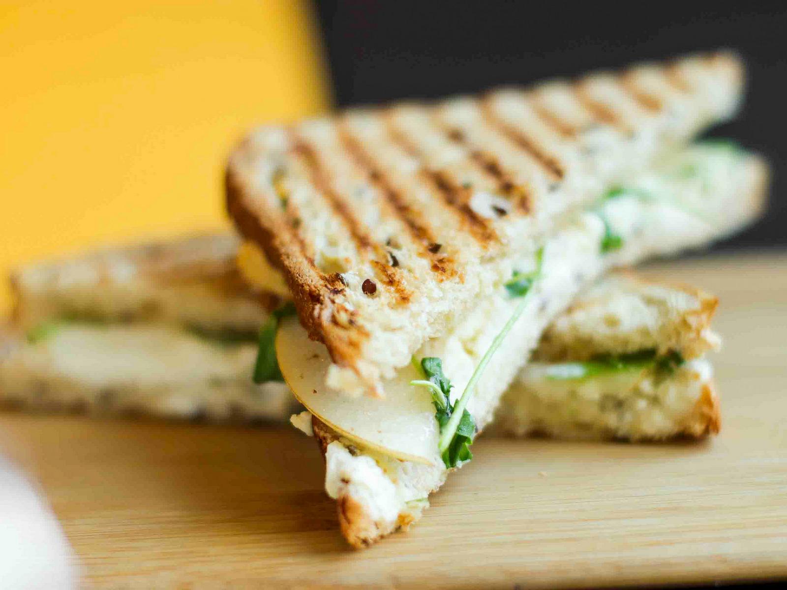 Сендвич с рикоттой и грушей