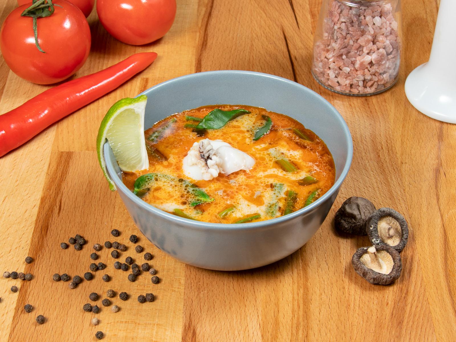 Тайский суп с каракатицей