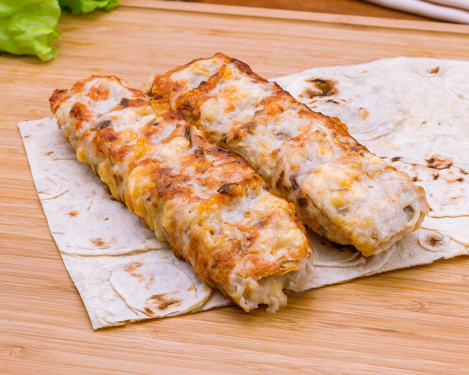 Люля-кебаб куриный с грибами и сыром