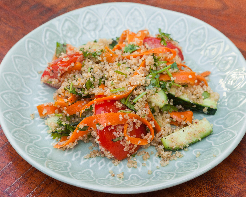 Салат овощной с киноа
