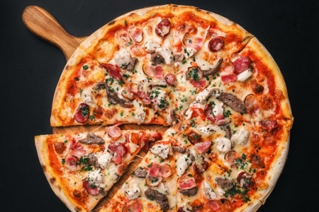 Пицца мясная (пышное тесто)