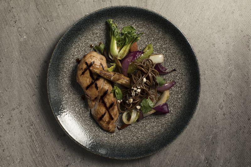 Стейк тунца с овощами в тайском стиле