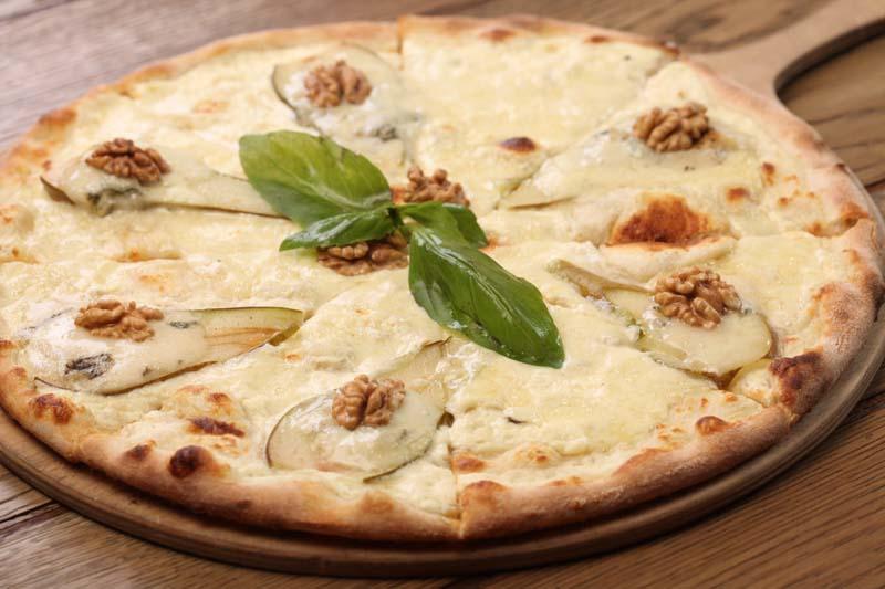 Пицца с горгонзолой и грушей