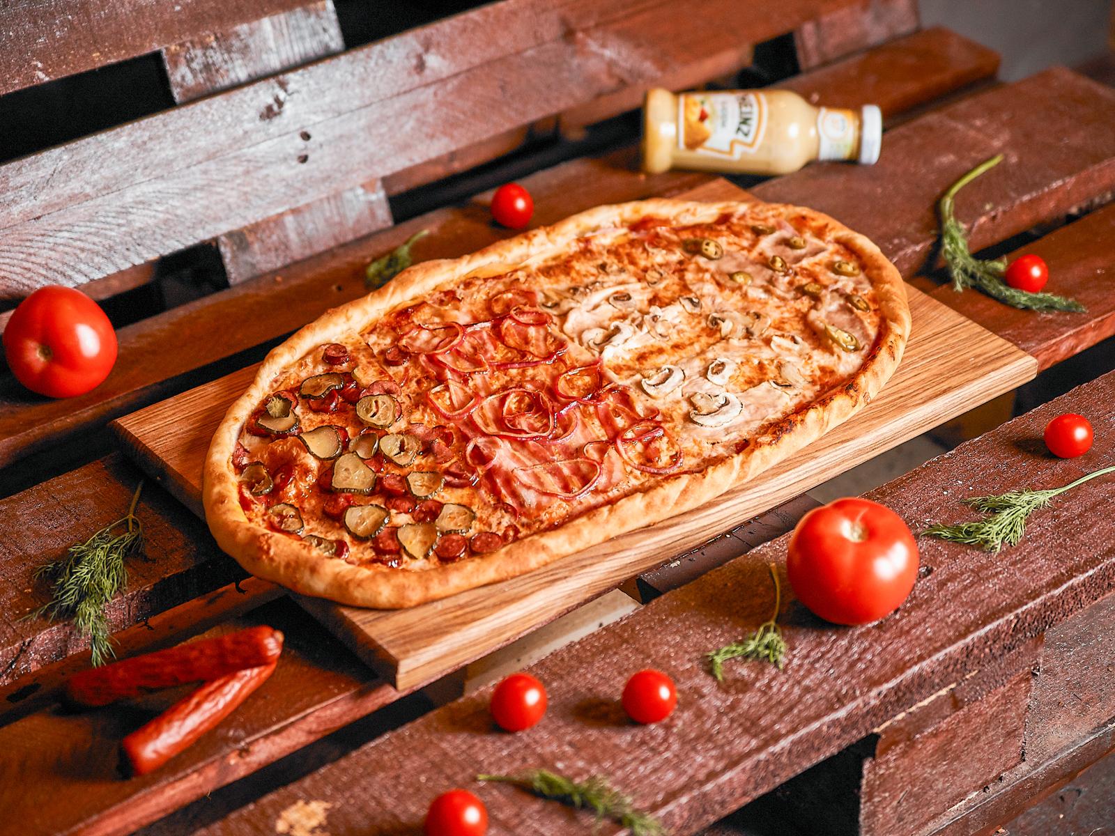 Пицца Четыре мяса полуметровая