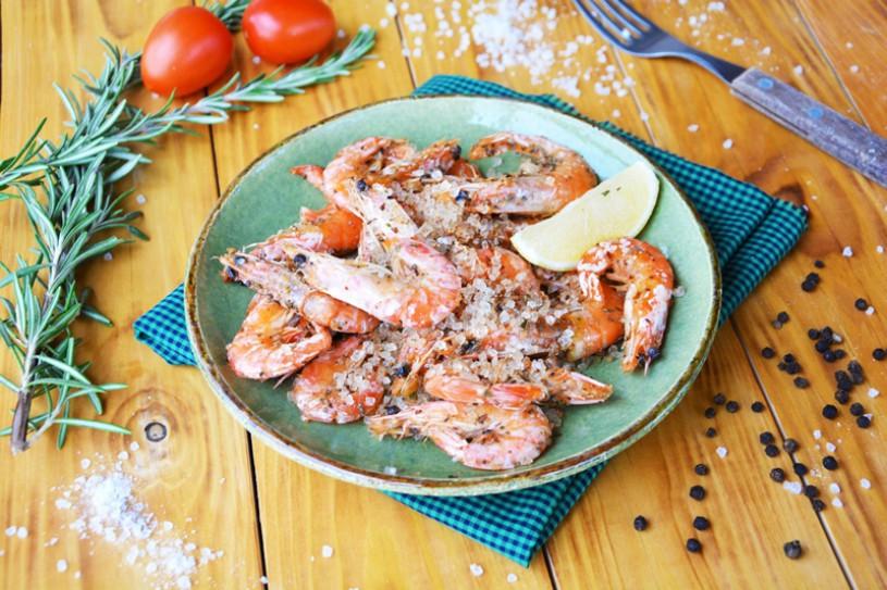 Креветки, жареные вкрупной соли